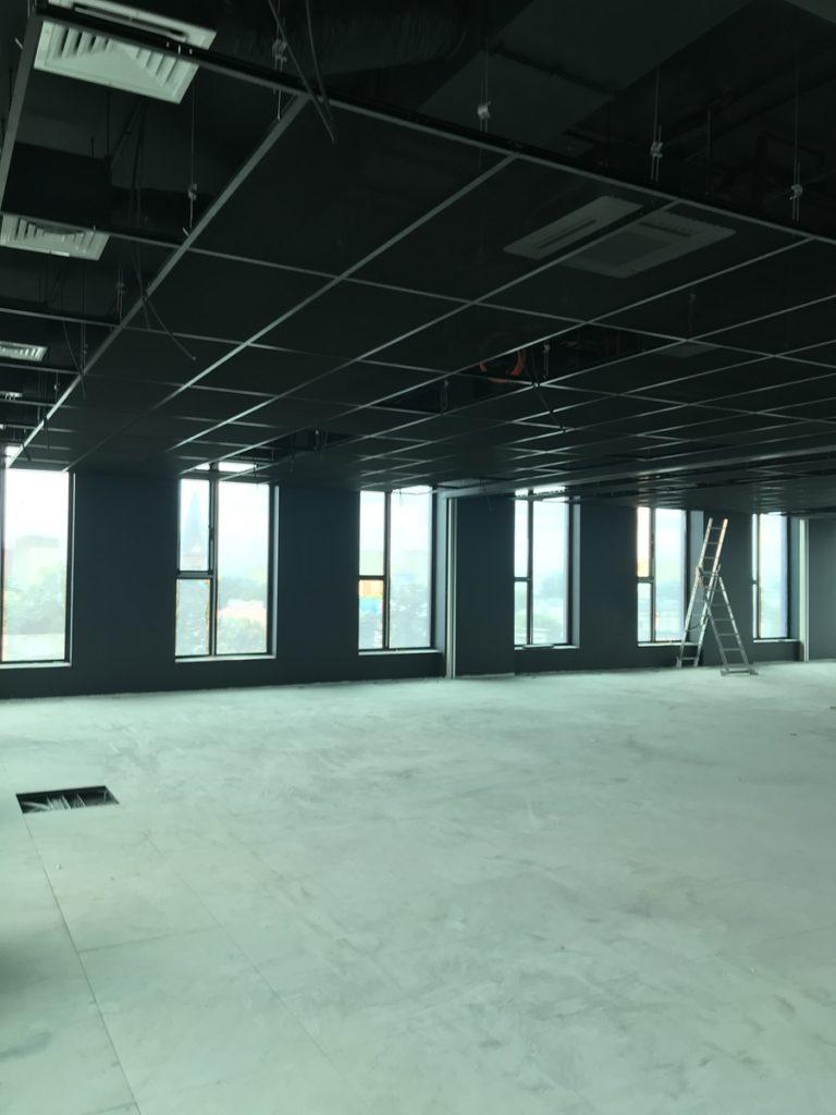wyposażanie nowego biura w systemy multimedialne