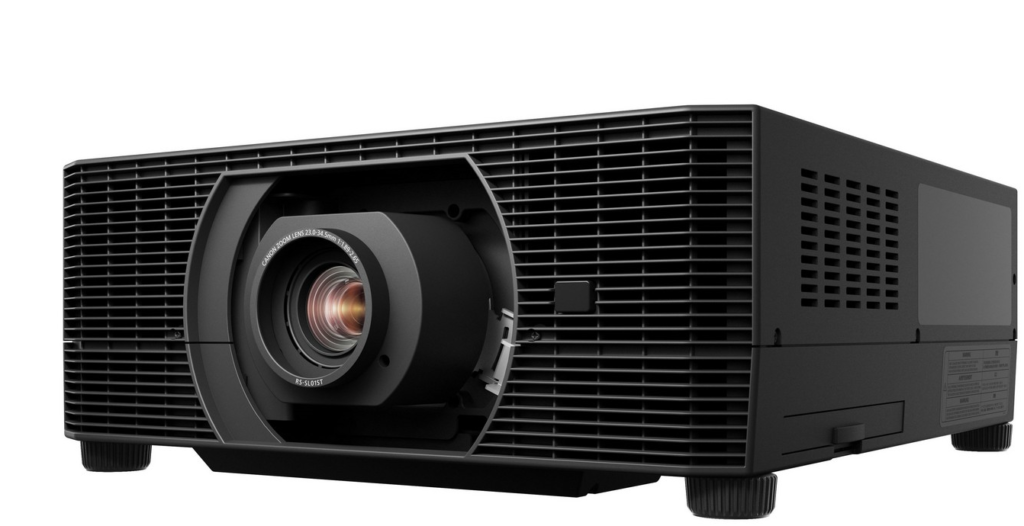 projektor laserowy Canon XEED 4K6021Z widok z przodu trzy czwarte
