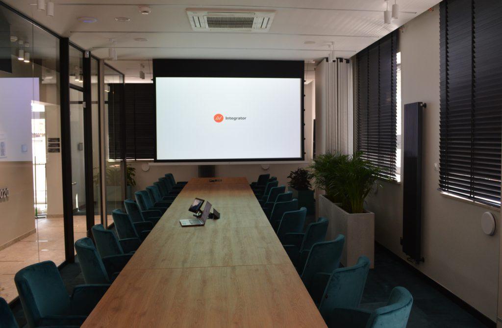 integracje systemów multimedialnych w sali konferencyjnej