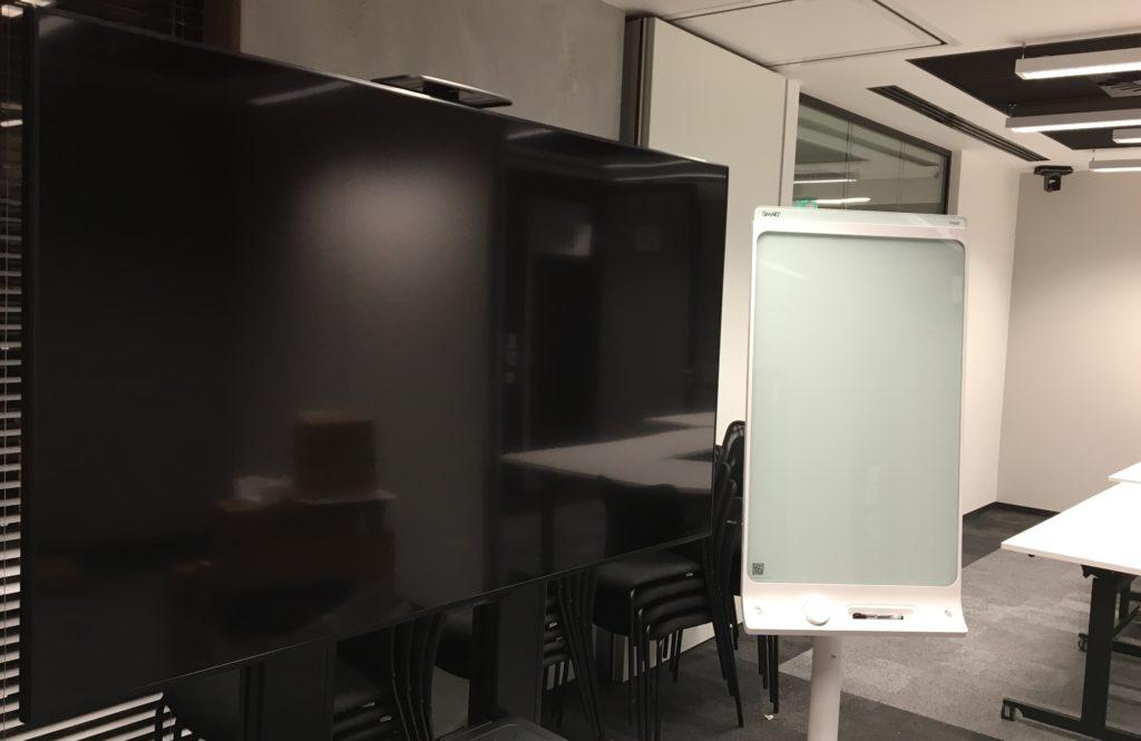 integracje AV z uzyciem monitora LDF i flipchartu